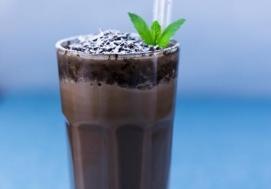 Aromatyczna gorąca czekolada z miętą (4 porcje)