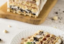 Gofrowy tort z kremem czekoladowym i oreo (4 porcje)