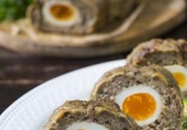 Klops z jajkiem i majerankiem