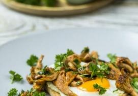Jajko sadzone z kurkami