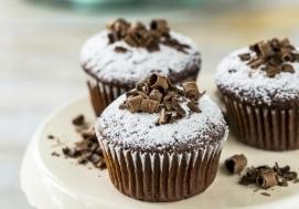 Czekoladowe muffiny z wiśnią
